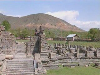 查谟-喀什米尔邦:  印度:      Avantipur Temple
