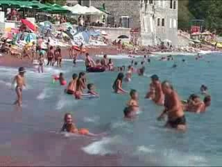 Петровац:  Черногория:      Пляж в Петроваце