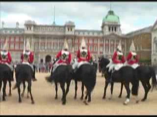 伦敦:  英国:      Changing the Guard at Buckingham Palace