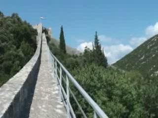 ストン:  クロアチア:      City walls of Ston