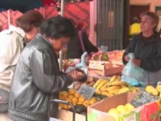 Bourgogne:  フランス:      Market in Dijon