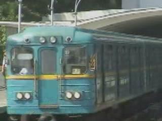 キエフ:  ウクライナ:      Dnieper, Kiev Metro