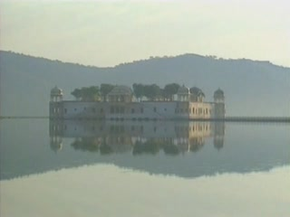 ジャイプル:  ラージャスターン州:  インド:      Jal Mahal