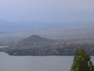 ルワンダ:      キブ湖
