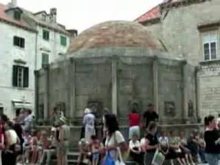 杜布羅夫尼克:  克罗地亚:      Large Onofrio's Fountain