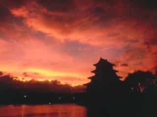 Мацумото:  Япония:      Замок Мацумото