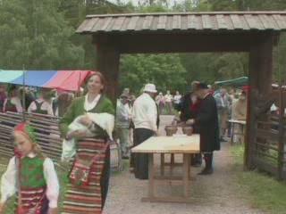 スウェーデン:      Midsummer celebration in Dalarna