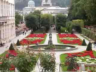 ザルツブルク:  オーストリア:      Mirabell gardens