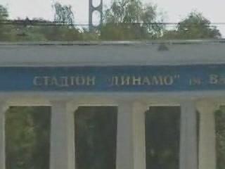 Киев:  Украина:      Памятник Лобановскому на стадионе Динамо