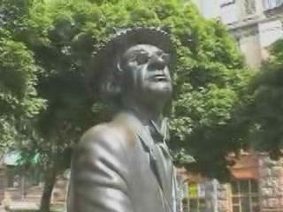 キエフ:  ウクライナ:      Monument to Panikovsky