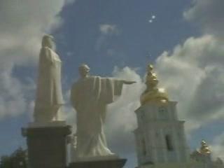 キエフ:  ウクライナ:      Monument to Princess Olga