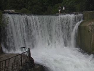 Новый Афон:  Абхазия:  Грузия:      Водопад и Псырцхинская ГЭС