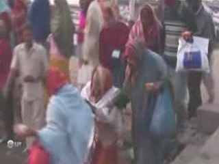 ワーラーナシー:  ウッタル・プラデーシュ州:  インド:      Pilgrimage in Varanasi