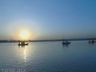 阿加尔塔拉:  特里普拉邦:  印度:      Rajbari Lake