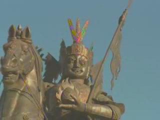 Цинхай:  Китай:      Статуя Царя Гесара