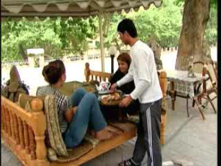 タジキスタン:      Teahouses on streets of Tajikistan
