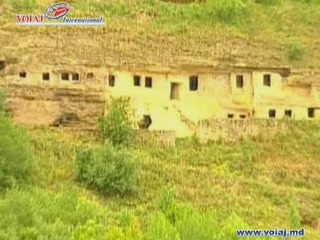 摩尔多瓦:      Tipova Cave Monastery