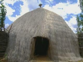 ブルンジ:      Traditional houses in Burundi