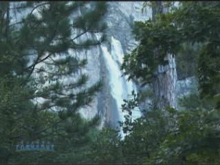 ヤルタ:  Crimea:  ウクライナ:      Uchan-Su Waterfall