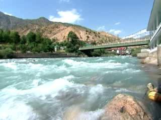 Varzob:  塔吉克斯坦:      Varzob River