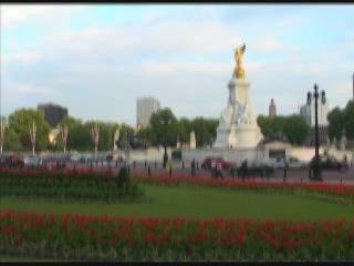 ロンドン:  グレートブリテン島:      Victoria Memorial, London