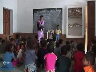 インド:      Village school in India