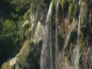 Slunj:  クロアチア:      Waterfalls in Plitvice Lakes