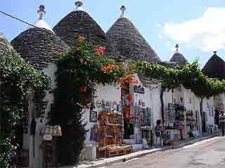 Puglia:  Italy:      Alberobello