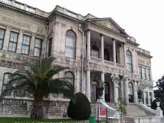 Стамбул:  Турция:      Дворец Долмабахче