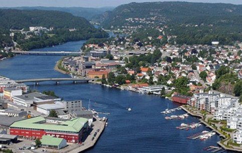 Kristiansand is a favorite vacation spot of the Norwegians. Beautiful beaches begin already in the city. Excellent salmon fishing, delicious fish cuisine