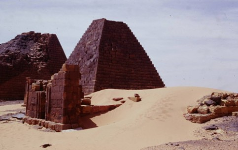 Ancient Nubia, which occupies the northern part of modern Sudan, attracts tourists with unique monuments of the times of Ancient Egypt