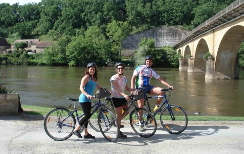Special biking tours around vineyards (total length of 40 km. ) are very popular in Aquitaine. At all stops tourists are offered to drink wine and have a meal