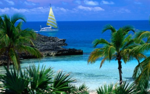 Bahamas - a dream of every traveler. There are luxury hotels, mild climate, hundreds kilometers of excellent beaches. The best time for visit is from November till May