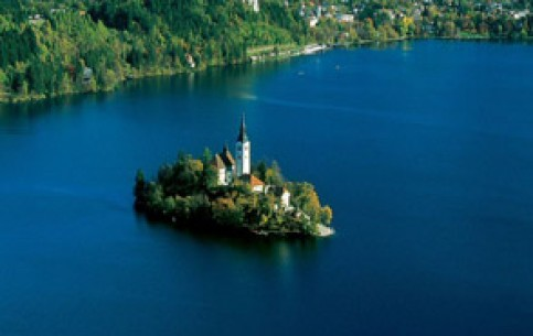 Natural and historical features, geographical location, just near the Alps, make Bled and countryside an ideal place for tourism. The town has already existed for a thousand years.