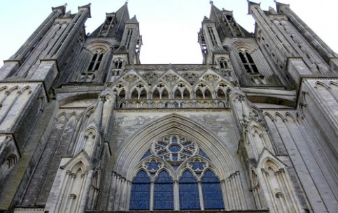 Coutances, the ancient town of Bishops, is considered to be a city of art. The main attraction is Notre Dame de Coutances, the oldest of Norman Gothic cathedrals (XIII century)