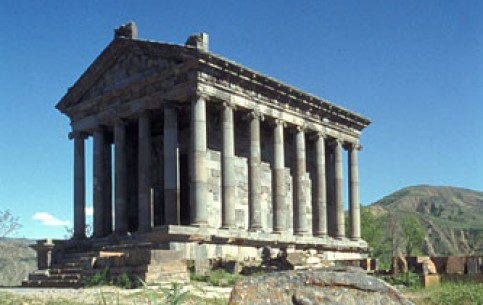 The pagan temple of Garni belongs to the Hellenistic era. It was built to honor the Sun God – Mitra. There are also remains of an ancient fortress, royal palace, baths