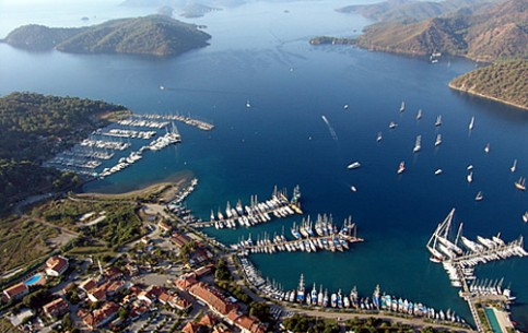 Gochek is located in one of the most picturesque and most suitable for yachting places throughout the Mediterranean - the Gulf of Fethiye, where there are at least 10 beautiful bays