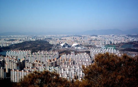 Gwangju is an ideal place for lovers of ecotourism and hiking. There is the State Museum, representing the collection of objects found during archaeological excavations (ironwork, pottery) and pieces of art