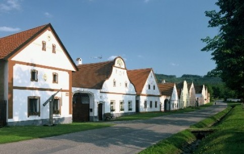 An excursion to the village of Holašovice shows to tourists the unique rural Baroque style in architecture of XIV century