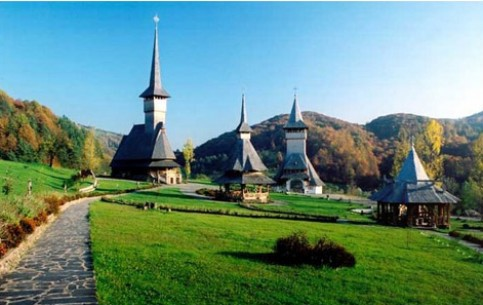 In the valley of Maramures, visitors have the unique opportunity to get acquainted with rural traditions, stay in a comfortable hotel, taste dishes of local cuisine