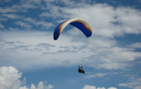 The take off point for the majority of paraplan flights in Nepal is Sarankot that is at the height of 6000 feet. The descent is near the beautiful Fewa Lake. Skilled instructors