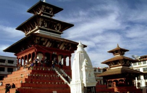 Nepal seems to be created for admirers of extreme tourism: mountain climbing, biking, rafting, gliding, etc