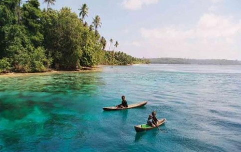Solomon Islands lie out of mass tourist routes. There are no luxury resorts. The archipelago offers one of the richest on the earth underwater world, miles of lonely sandy beaches and wonderful sense of calm