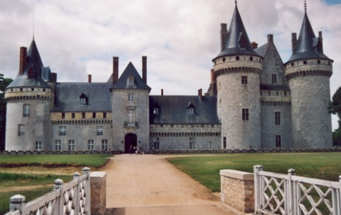 Nowhere else in France there are so many magnificent buildings as in the Loire Valley. The Sully-sur-Loire castle is the most beautiful of them