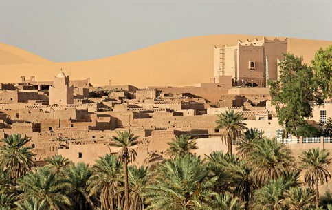 Built around the oasis, which is feed by artesian wells, Taghit, surrounded by sand dunes, attracts tourists with the Sahara, palm groves, ancient tombs