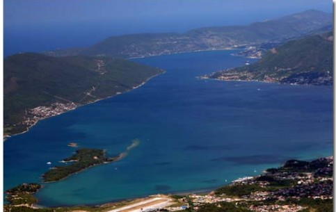 Tivat offers great opportunities for active recreation – diving, fascinating mountain hiking and biking, climbing, surfing, water-skiing and catamaran sailing