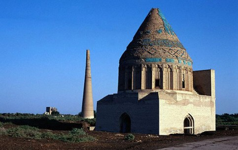 On the territory of modern Turkmenistan there is a number of major architectural monuments, which in ancient times were the most important points-stops at the