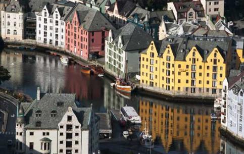 挪威:       Ålesund