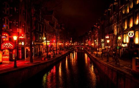 阿姆斯特丹:  荷兰:      紅燈區