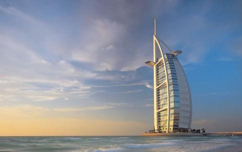 ドバイ:  アラブ首長国連邦:      ブルジュ・アル・アラブ